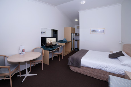Executive Spa Room at Boulevarde Motor Inn - Accommodation Wagga Wagga