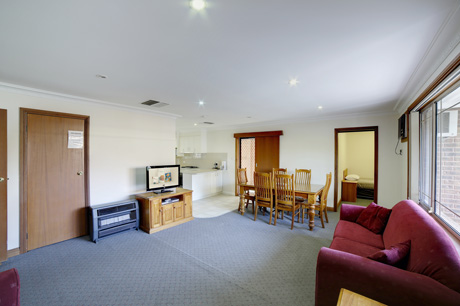 Villa 4 bdrm self contained apartment at Boulevarde Motor Inn - Accommodation Wagga Wagga