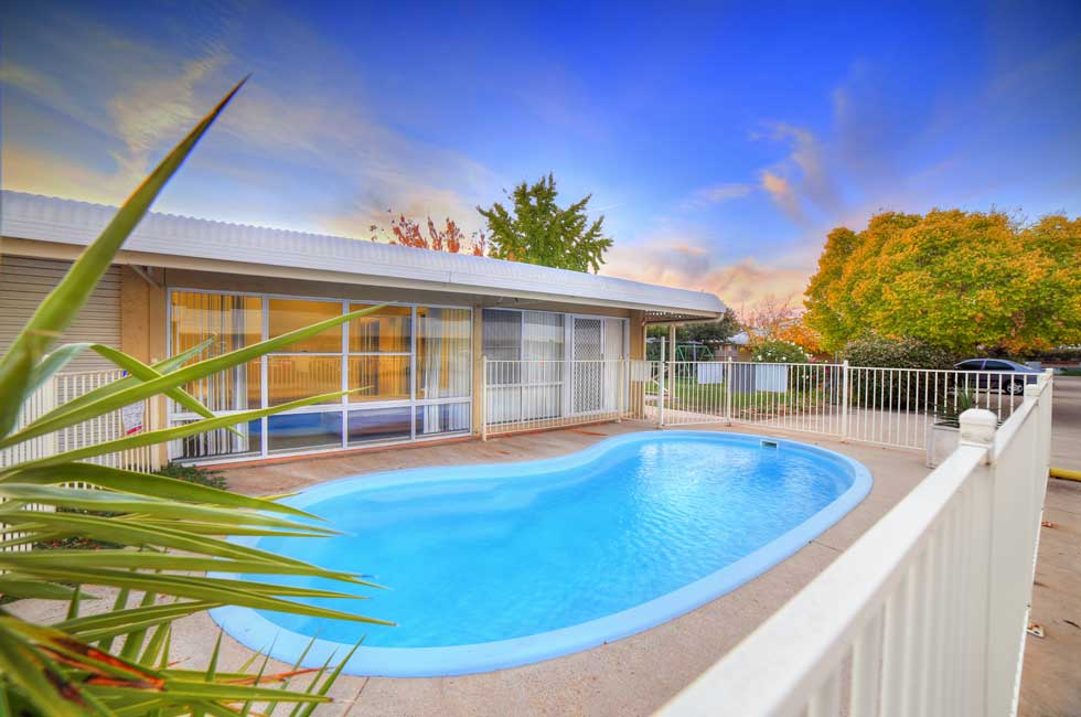 Guests are welcome to cool off in our refreshing sparkling in-ground pool - Accommodation Wagga Wagga